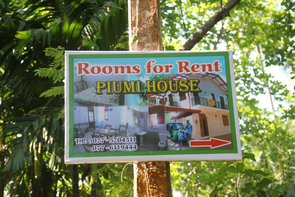 Skilt: Piumi House Rooms for rent